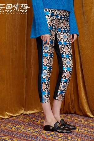 Goddess Jacquard Print Crop Pants